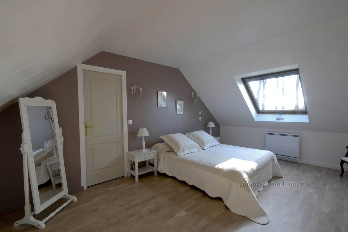 Chambre d cor e combles d 39 en france for Chambre decoree