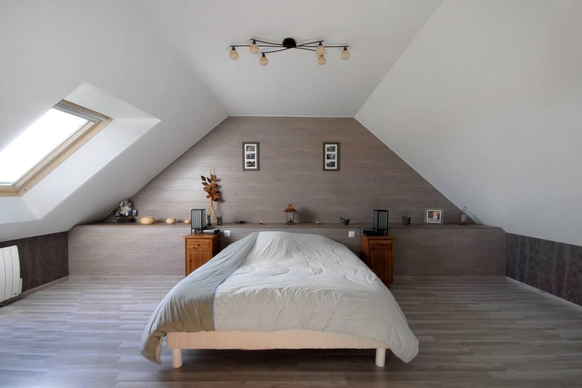 le lit sous pente n est ce pas une chambre spacieuse. Black Bedroom Furniture Sets. Home Design Ideas
