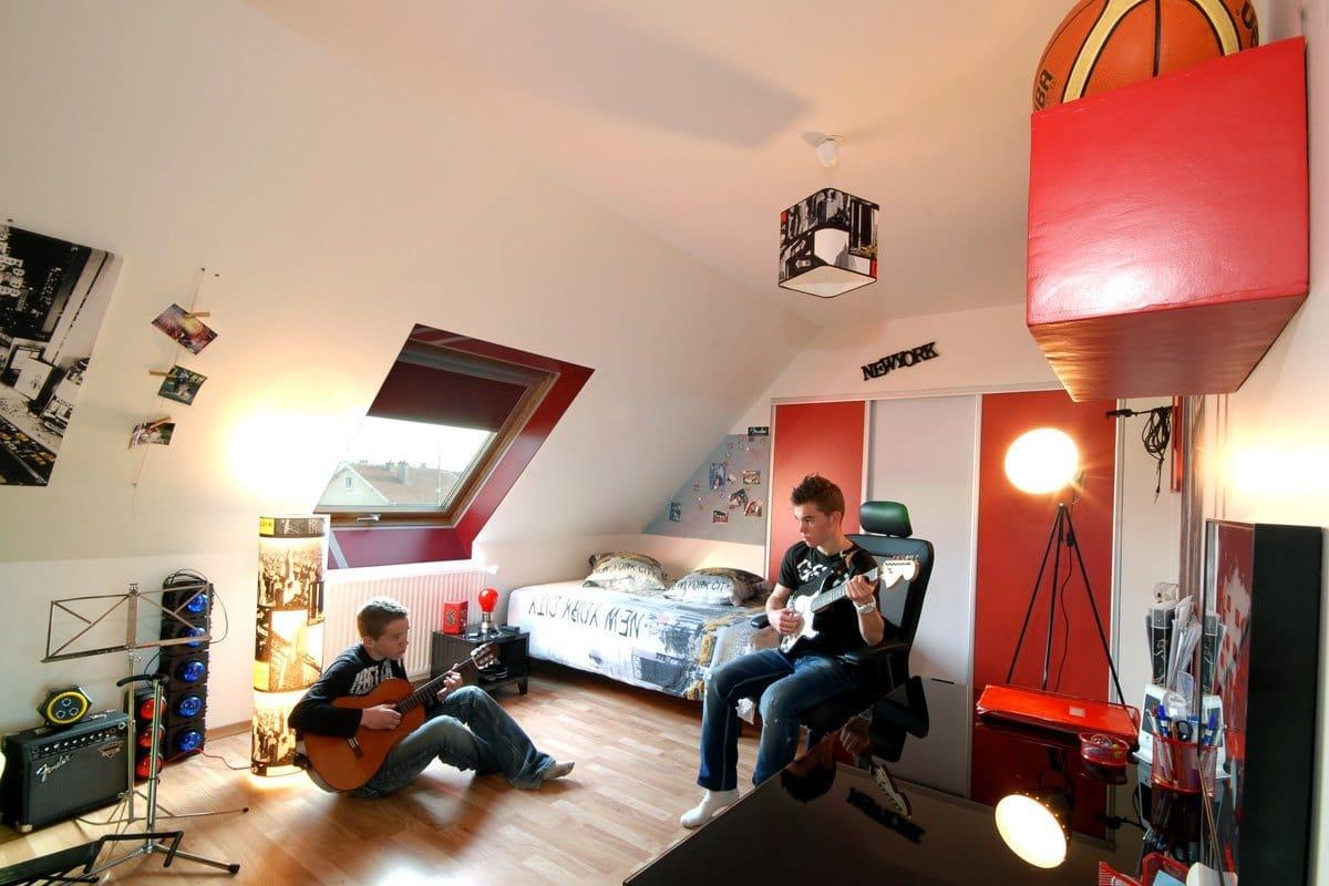 les jeunes ont leurs espaces eux pour leurs activit s. Black Bedroom Furniture Sets. Home Design Ideas