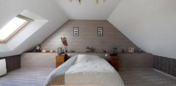 Le lit sous pente : n'est-ce pas une chambre spacieuse ?