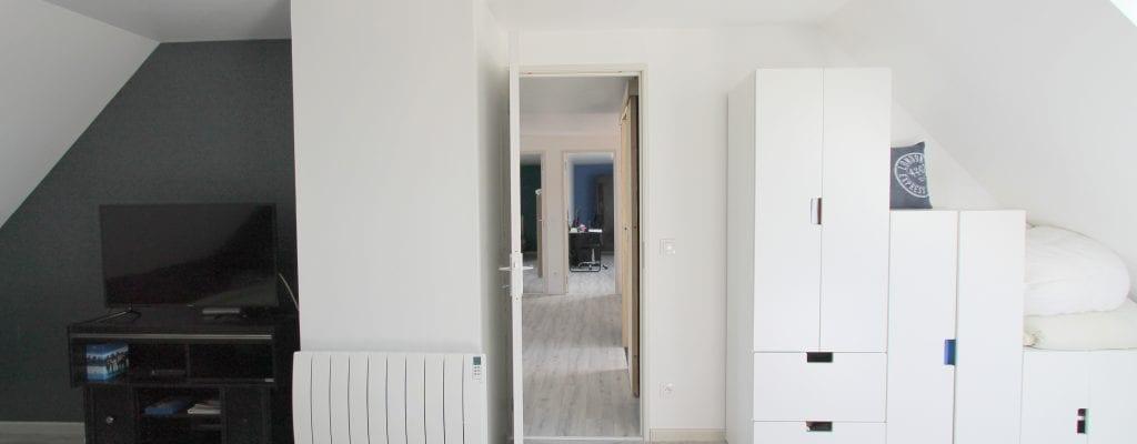 Rangement sous les combles : il est possible d'ajouter des meubles de rangement